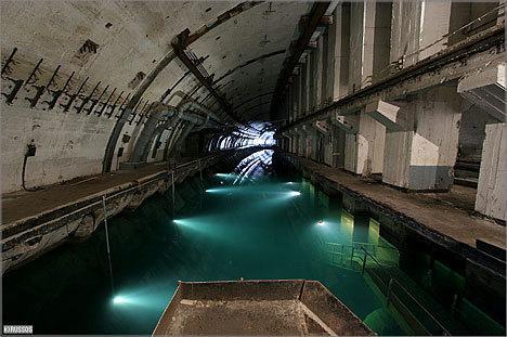 Pamesta zemūdeņu bāze ar... Autors: coldasice Ražots un aizmirsts PSRS.