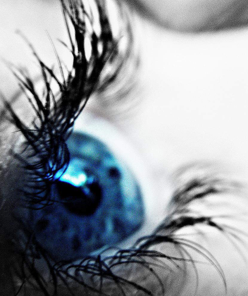 Zilas acis  ir mānīgas Tajās... Autors: mazaaph Paskaties acīs :)