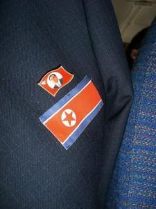 Katram jānēsā piespraudīte ar... Autors: Spocenite Ziemeļkoreja. Šokējoši fakti! (Papildināts-nemieri)