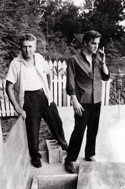 Elvis and his dad Autors: dzeimsons Slavenību Gigapaka