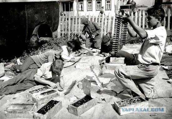 Skolnieki lasa un pielabo... Autors: LAGERZ Bērni 2 pasaules kara laikā