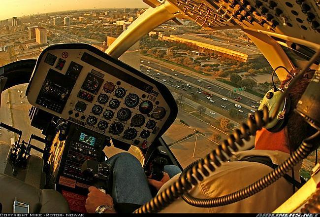 Helicopter over suburb Autors: YOSLOWAG Aviācijas vadības paneļi.