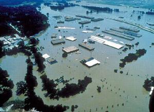 T 03 Pārplūdusī Misūri upe... Autors: bryanlv Top 10 – Dabas katastrofas