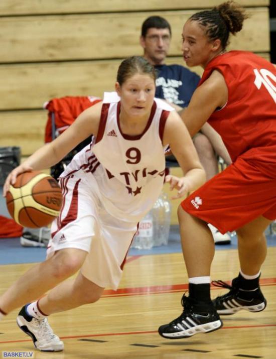 Liene Priede filigrāni apspēlē Autors: tozaya Basketbola meitenes U-20
