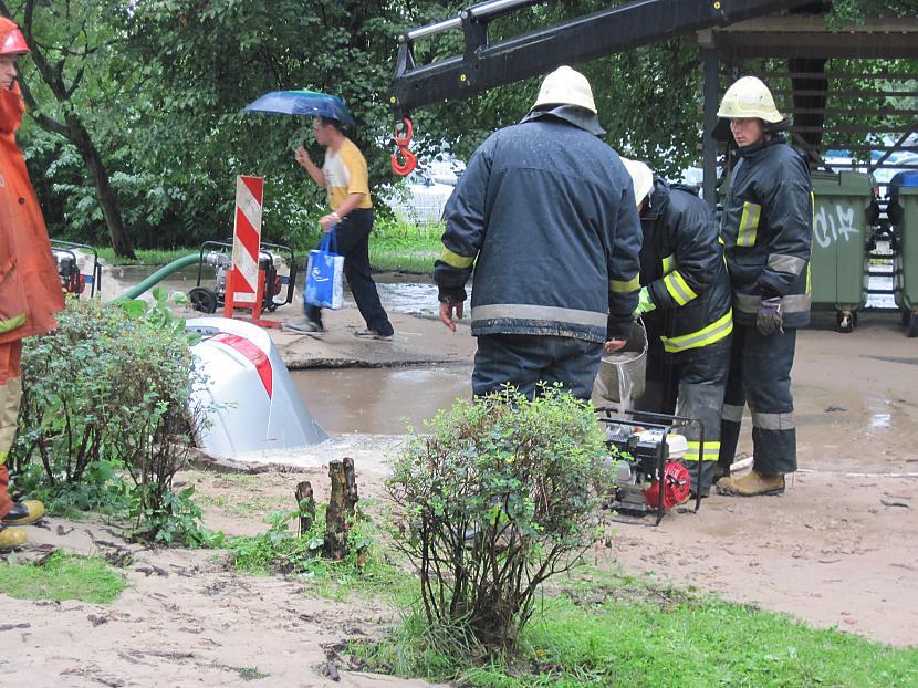 Rīgas ūdens savus sūkņus ātri... Autors: Guest Honda  izpeldās Purvciema dīķī