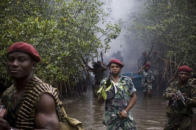 Autors: Pirāts Nigērijas naftas pirāti.