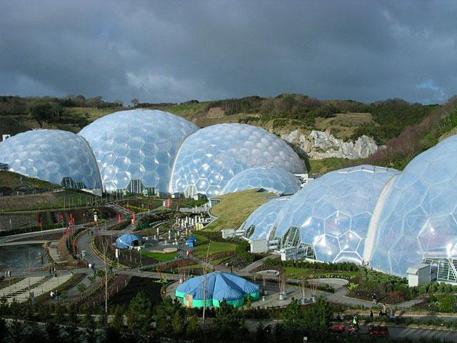 The Eden Project Tas ir viens... Autors: janyx2 10 Skaistākās vietas Lielbritanijā