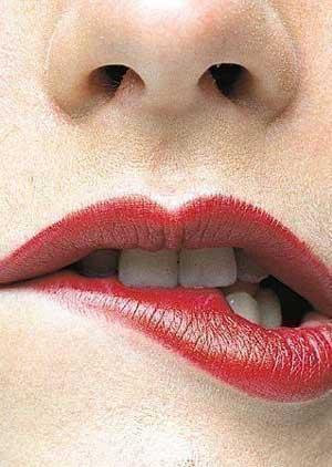Košļāt lūpas  Pirmkārt ... Autors: Ingshanisha 7 paradumi, kas bojā izskatu