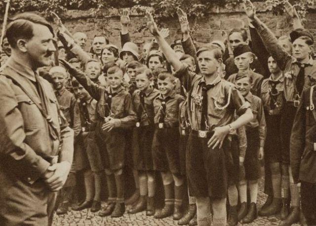 Autors: 123123 Ādolfs Hitlers no cita rakursa.