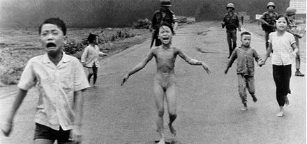 Šaja bildē ir redzami bērni ... Autors: Paparazijs Dažas skumjākās pasaules fotogrāfijas.
