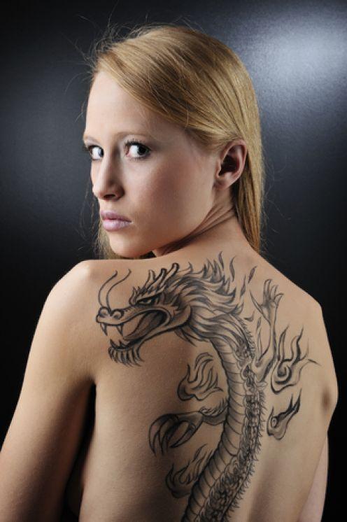 Austrumu pūķis kas uztetovēts... Autors: Jenkijs Pūķu tetovējumi un to nozīme