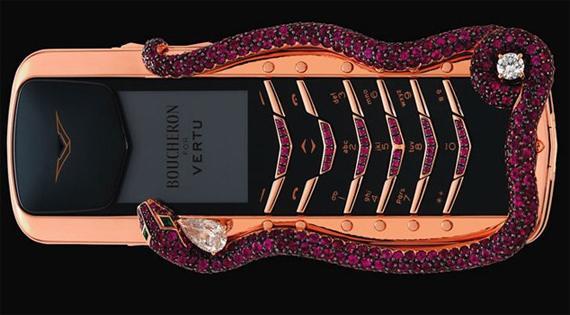 Vertu Signature Cobra  310... Autors: Pipu6s Septiņi nejēdzīgi dārgi gadžeti.