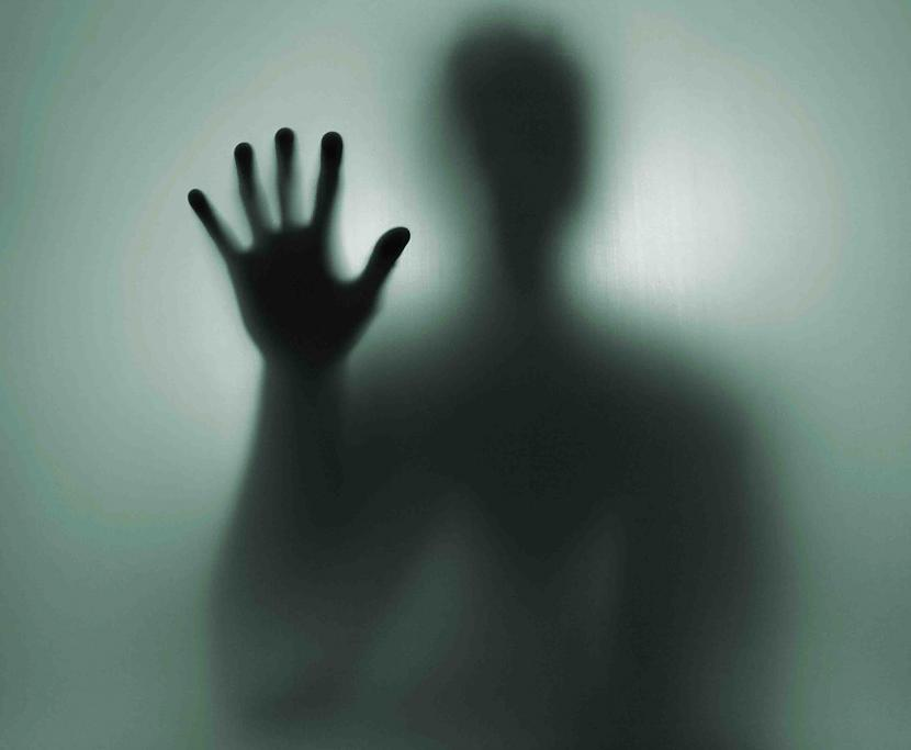 Autors: MONTANNA Saimnieks savā mājā zem gultas atrod kailu vīrieti