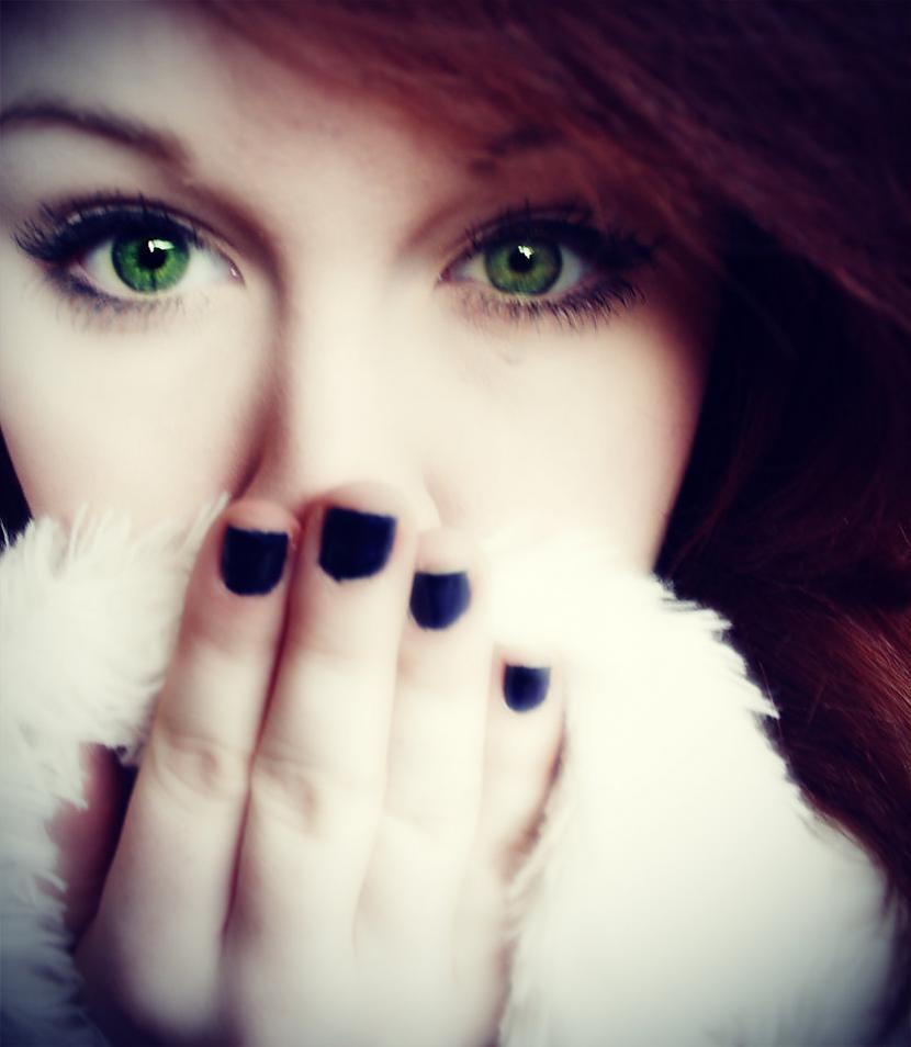 Zaļa acu krāsa  uzstājīgi un... Autors: Merci Acu krāsa.