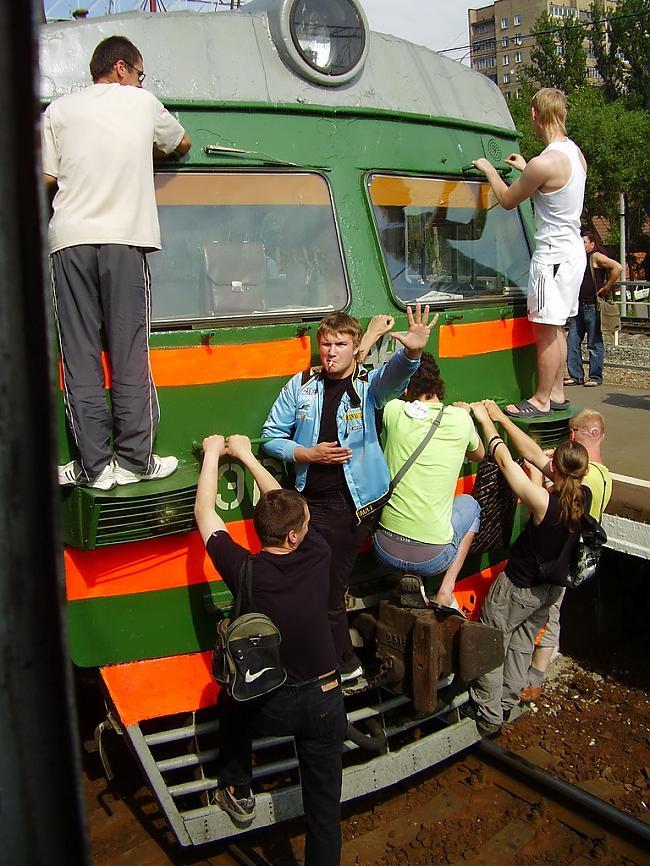 Autors: Fosilija Bezmaksas vilciens (bilžu paka)