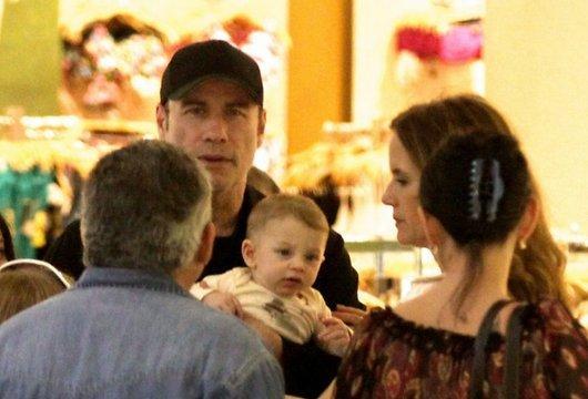 Rekur Laimīgā ģimenīte Autors: mazaal Džons Travolta parāda sabiedrībā Bērnu