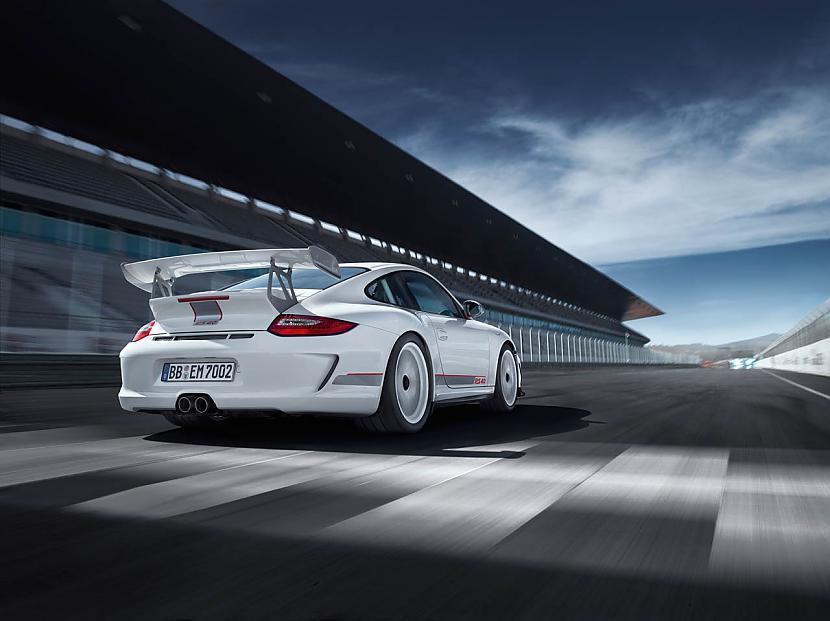 """Autors: Anāls Error. Porsche laiž klajā """"karstāku"""" 911 GT3 RS"""