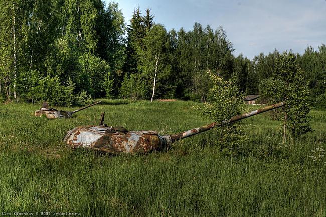 Autors: Rockforgoodtimes Pamesta tanku bāze.