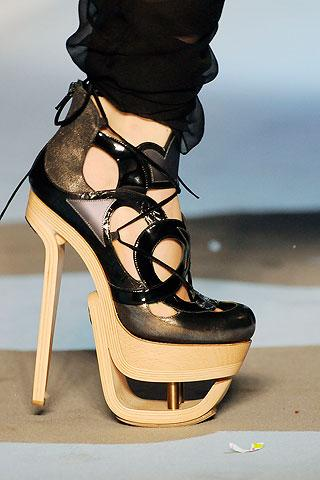 Autors: Skater Girl Interesanti, un arī nedaudz jocīgi apavi.