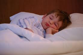 nakts laikā guļot cilvēks... Autors: Kyyy Fakti par miegu..