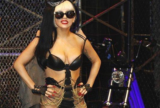 Sev ierastajā veidā mēģinot... Autors: Rasiņa Lady Gaga apakšveļā klīst pa ielām