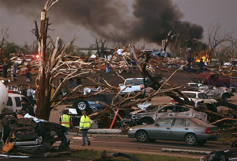 Nāvējoši tornado plosa ASV ASV... Autors: zjozefiine Dabas katastrofas gada laikā!