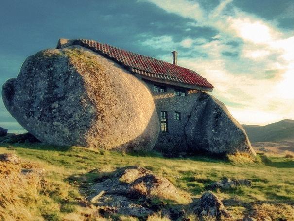 Akmens māja  Atrodas... Autors: battery Interesantākās ēkas pasaulē.