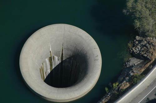 Glory Hole in Monticello Dam... Autors: IAMsoLAME lielakie caurumi zeme