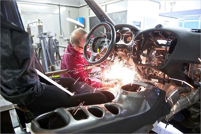 No ārpuses JukeR izcelsies ar... Autors: HHRonis Nissan sakrusto Juke ar GT-R.