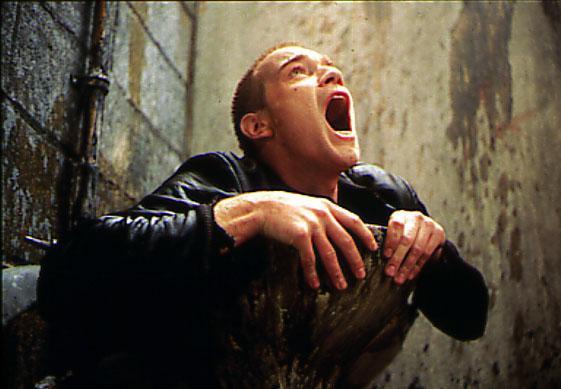 Sestajā vietā  Jūena... Autors: PĀVESTS IV 10 slavenākās kino ainas no Tualetēm.