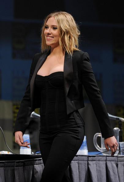 Scarlett Johansson Autors: bee62 How to Dress Your Curves Like a Celebrity