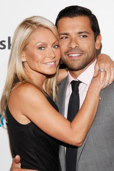 Kelly Ripa and Mark Consuelos Autors: bee62 Celebrities Who Got Married in Vegas