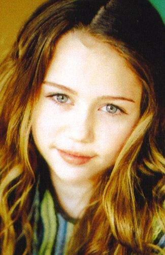 1 Miley Cyrus  bērnībā D Autors: ZobuProteze 5 pasaules bagātākie tīņi! :)