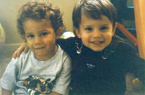 2 Nick Jonas bērnībā ar viņa... Autors: ZobuProteze 5 pasaules bagātākie tīņi! :)