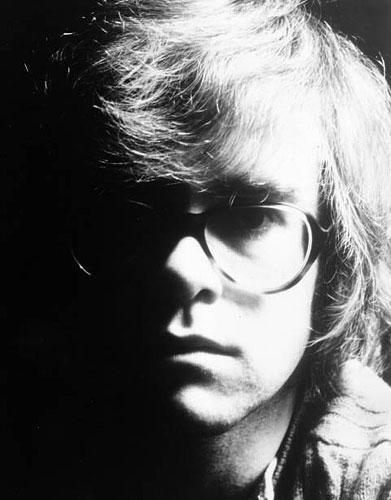 Vislielāko popularitāti Džons... Autors: Agresija Eltons Džons