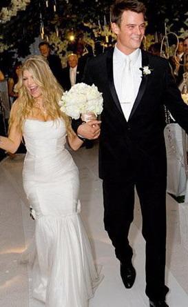 Fērdžija un Džošs Duhmels... Autors: Sofīte 10 pasaules bezgaumīgākās kāzu kleitas