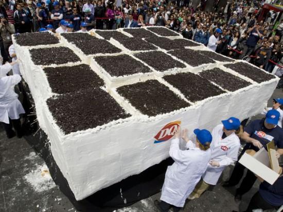Tā tik sataisīta 10 Maijā 2011... Autors: Ediiijsss Pasaules lielakā saldējuma kūka...