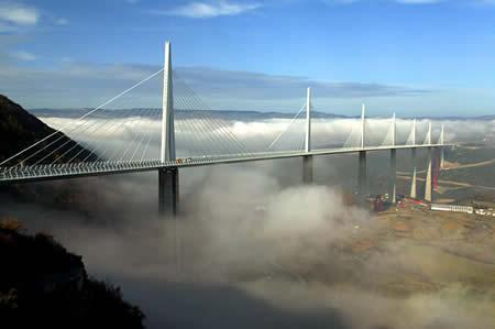 Millau tilts atrodas Francijā... Autors: wildkuilisNEWS6 Pasaulē iespaidīgākie tilti