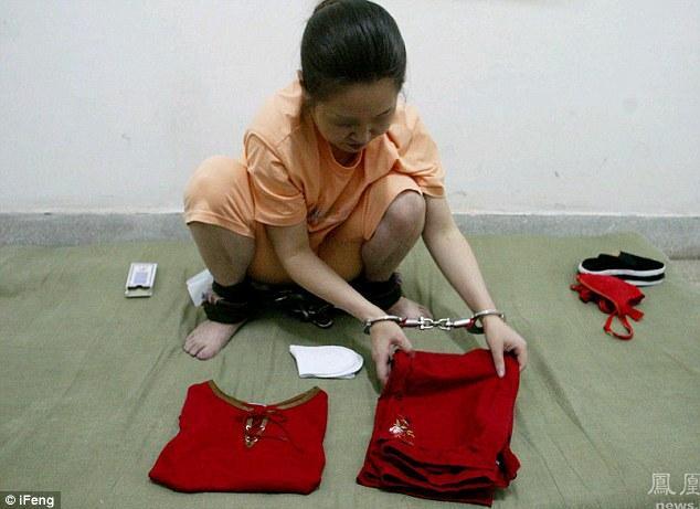 Dai Danguj kārto savas drēbes... Autors: jumpduckfuckup Ķinas nāvessods.