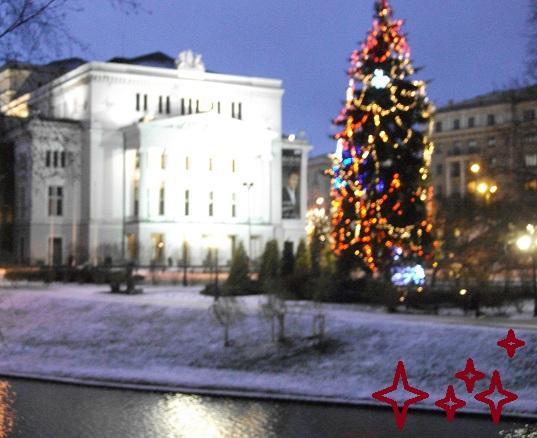 Pie operas staro eglīte... Autors: ghost07 Ziemassvētki Rīgas ielās