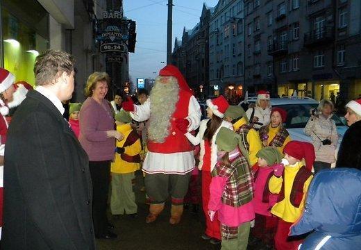 11decembrī plkst1230 Santa... Autors: pofig Latvijā viesosies Pasaules galvenais Ziemassvētkuvecītis