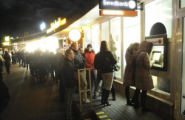Rindas pie Swedbank... Autors: ghost07 Swedbank bankrots? vai ažiotāža