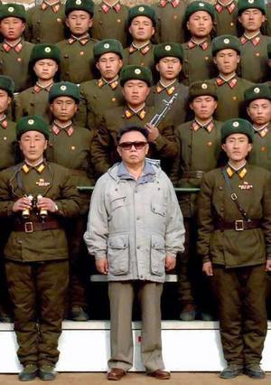 Kims Čenirs nāca pie varas... Autors: ICY_HELL Miris Z-Korejas līderis Kims Čenirs (Kim Jong-Il)