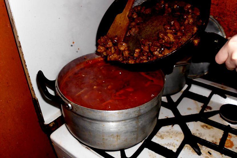 """Gāžam cūciņu iekšā  droši... Autors: Fosilija Kā pagatavot """"ROLTONU""""  :)"""