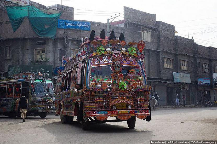 Tā lūk izskatās izrotāts... Autors: Administrācija Pakistānas autobusu parks