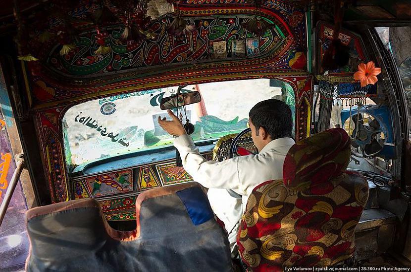 Vadītāja kabīne nav mazāk... Autors: Administrācija Pakistānas autobusu parks