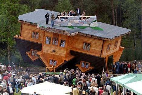 Otrādi apgriezta māja Polijā Autors: Nikon259 Dažas ļoti interesantas celtnes pasaulē