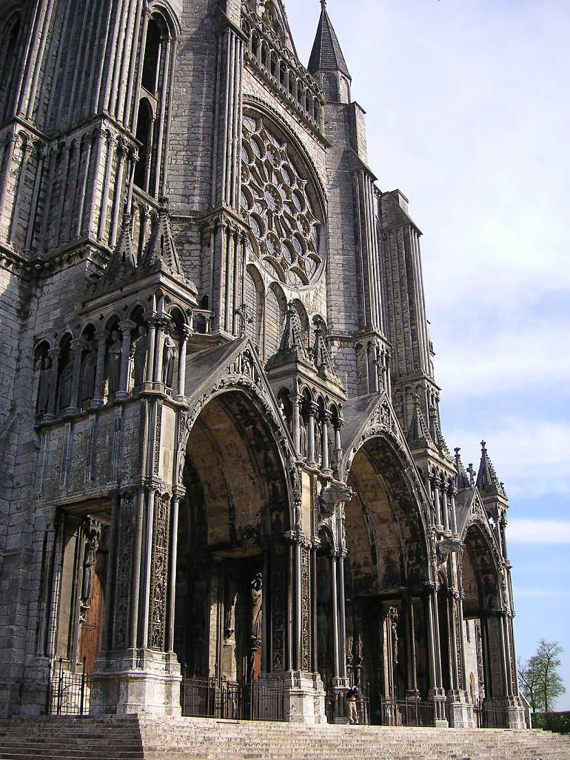 Katedrāles svarīgākie... Autors: Mr Cappuccino Šartras katedrāle