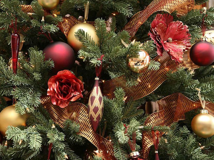 Mees ar Santu kolosaali Abiem... Autors: cezijscs Jautri dzejolīši + ziemassvētku attēli