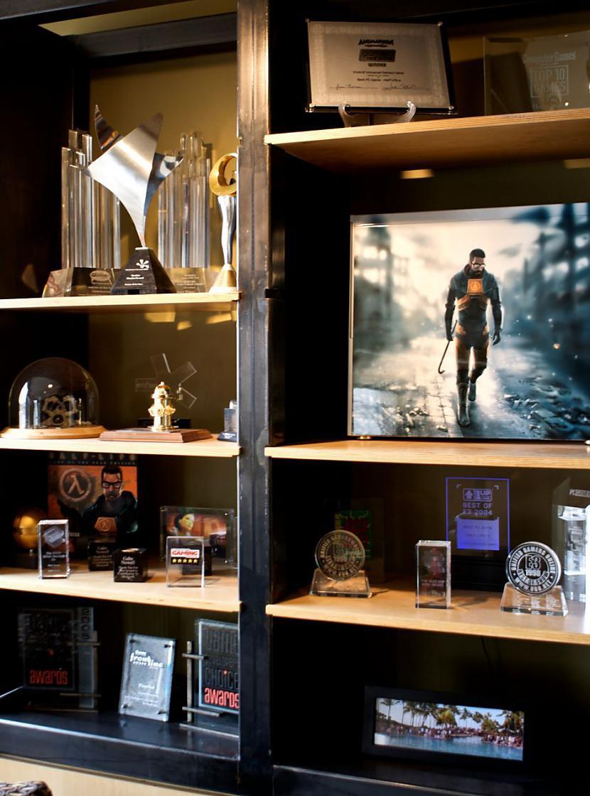 Šī zāle ir par godu half life  Autors: Mrchair Valve software office.